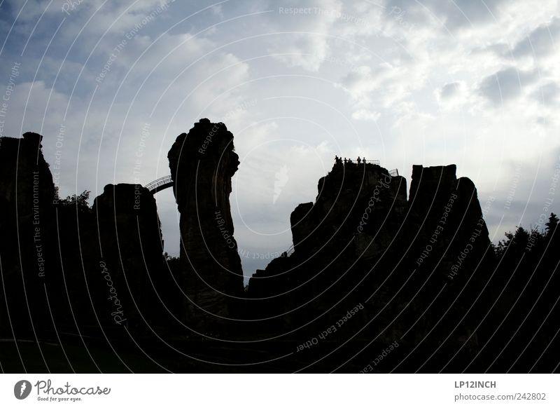 Externsteine III Mensch Ferien & Urlaub & Reisen Sommer schwarz Ferne Umwelt Berge u. Gebirge Freiheit Sand Stein Menschengruppe Deutschland Erde Kraft Angst