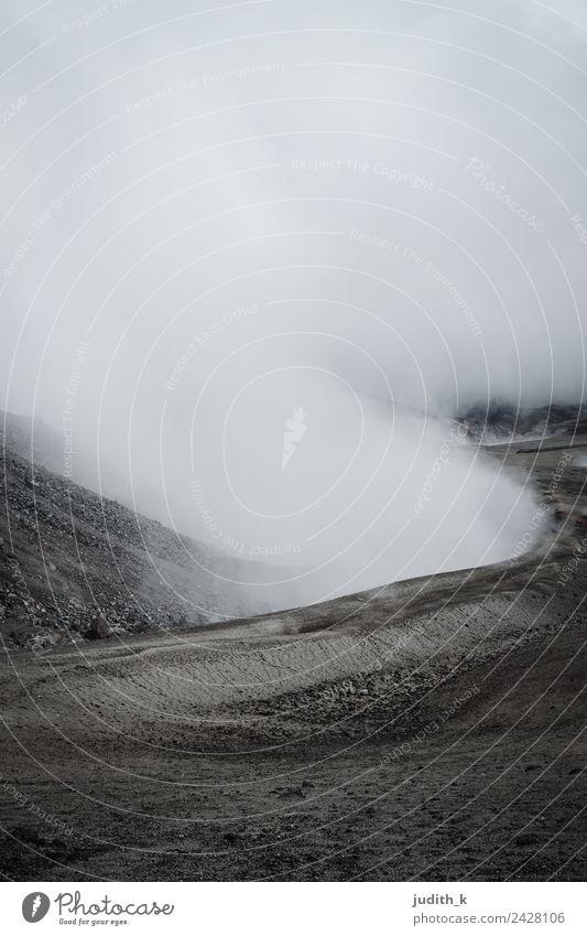 Cotopaxi Umwelt Natur Landschaft Urelemente Erde Feuer Luft Wolken Wind Nebel Dürre Hügel Felsen Berge u. Gebirge Gipfel Vulkan Schlucht Ecuador Südamerika