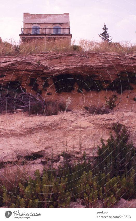 Zivilisation auf Sand Himmel Natur Pflanze Haus Umwelt Stein Erde Fassade Felsen Sträucher bedrohlich Urelemente Niveau Gesellschaft (Soziologie) skurril
