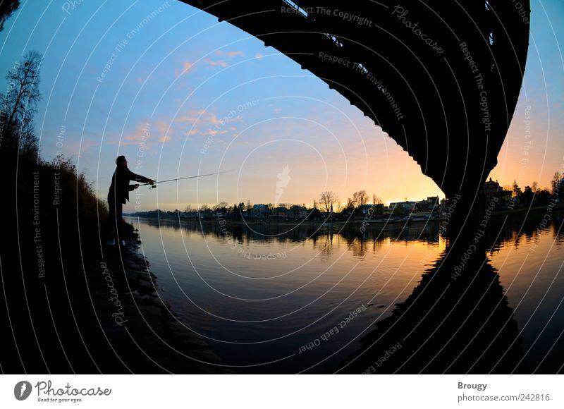 Angler im Abendrot am Blauen Wunder in Dresden Himmel blau rot Ferien & Urlaub & Reisen ruhig schwarz Erholung Stimmung Zufriedenheit Kraft Geschwindigkeit ästhetisch Brücke natürlich einzigartig Gelassenheit