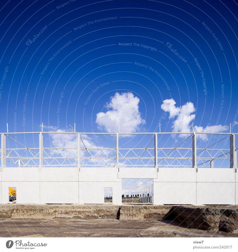 future Himmel blau Wolken Haus Ferne Wand Mauer Gebäude Fassade Ordnung Beginn frisch Wachstum Klima neu authentisch