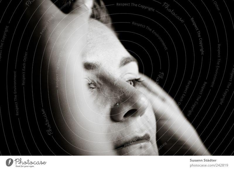 secret moment schön Erwachsene Gesicht feminin Kopf Stil nachdenklich beobachten Warmherzigkeit zart Schminke Gedanke Schminken Verantwortung Wahrheit