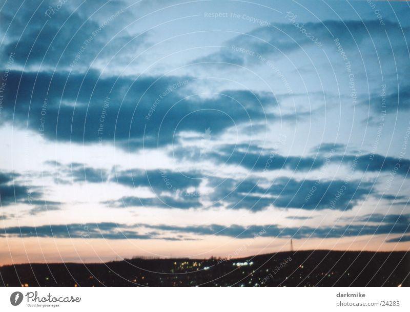 night over city Wolken rein