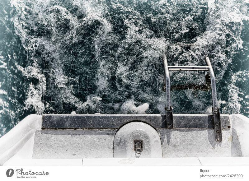 das Heck einer Katamaranyacht und das Meer. Lifestyle Reichtum Erholung Ferien & Urlaub & Reisen Tourismus Kreuzfahrt Sommer Insel Motor Natur Jacht Motorboot