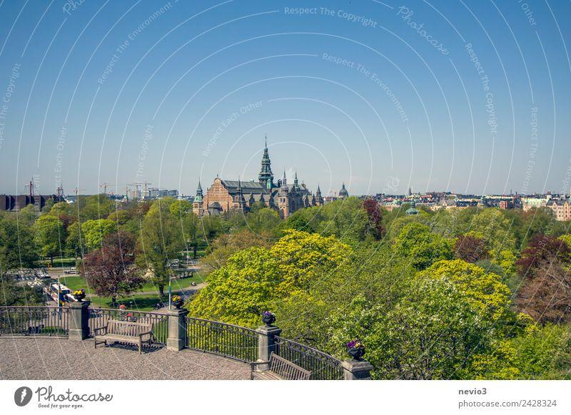Blick über Stockholm Stadt Natur Landschaft Wolkenloser Himmel Frühling Sommer Schönes Wetter Garten Park Hauptstadt Stadtrand Skyline Kirche Platz Bauwerk