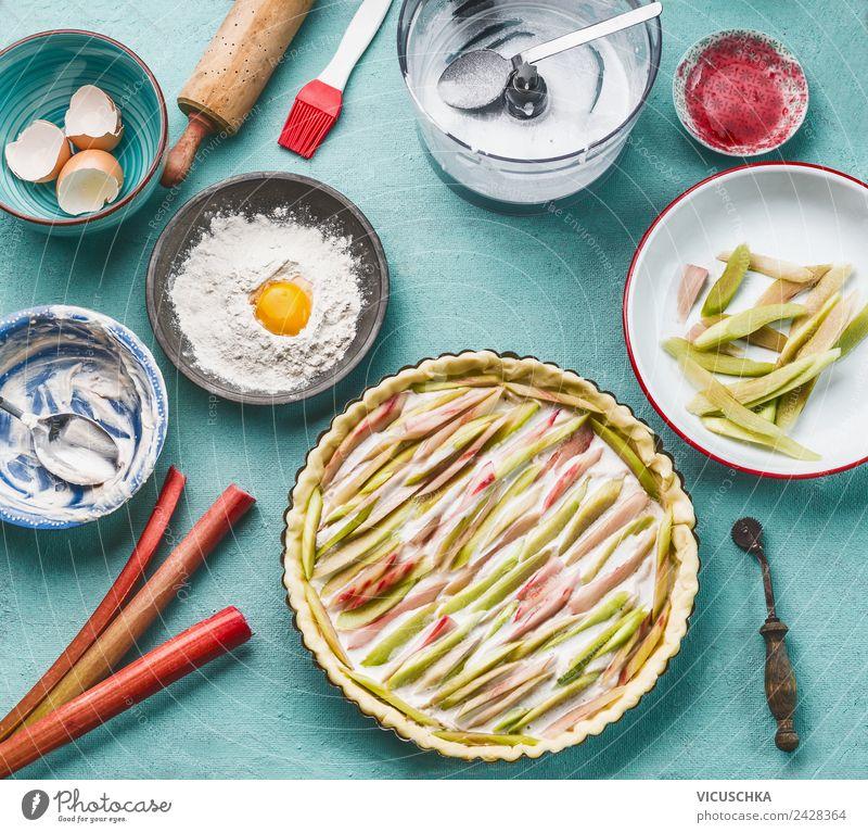 Rhabarber Kuchen auf dem Küchentisch Lebensmittel Gemüse Frucht Dessert Ernährung Bioprodukte Vegetarische Ernährung Diät Geschirr Stil Design Gesundheit