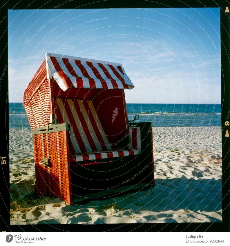 Nordstrand Wasser Himmel Küste Strand Ostsee Meer Prerow Darß Erholung rot Pause ruhig Ferien & Urlaub & Reisen Strandkorb Streifen Farbfoto mehrfarbig