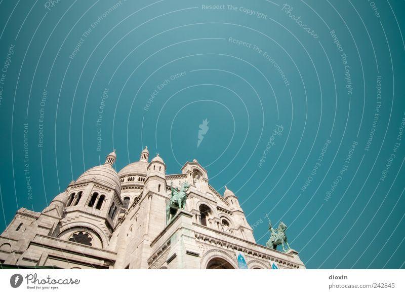 eine Häufung bedeutungsloser Baukörper (3) weiß Ferien & Urlaub & Reisen Wand Architektur Religion & Glaube Mauer Gebäude Fassade groß Tourismus Kirche Europa Turm Bauwerk Paris