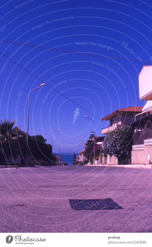 Gehst du Küste Himmel blau Sommer Ferien & Urlaub & Reisen Meer ruhig Haus Erholung Straße Wege & Pfade Zufriedenheit Horizont Tourismus Idylle Frieden