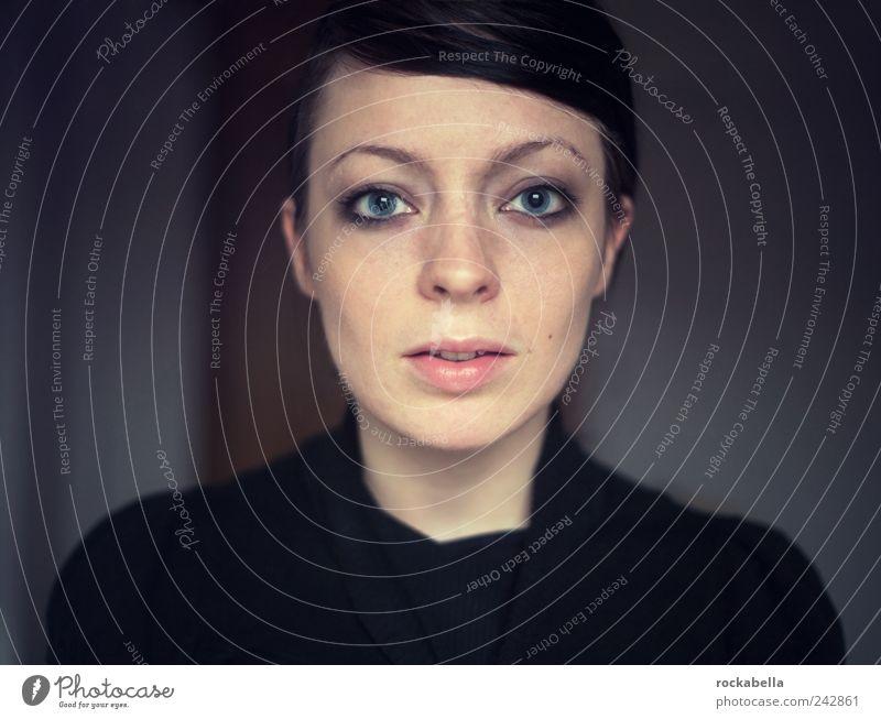pur. feminin Junge Frau Jugendliche 1 Mensch 18-30 Jahre Erwachsene schwarzhaarig Scheitel ästhetisch authentisch elegant Freundlichkeit schön einzigartig dünn