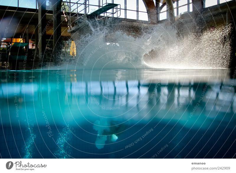 splashig Mensch blau Wasser Freude Leben kalt Sport Bewegung springen Stil Luft Kraft Freizeit & Hobby nass Schwimmen & Baden frisch