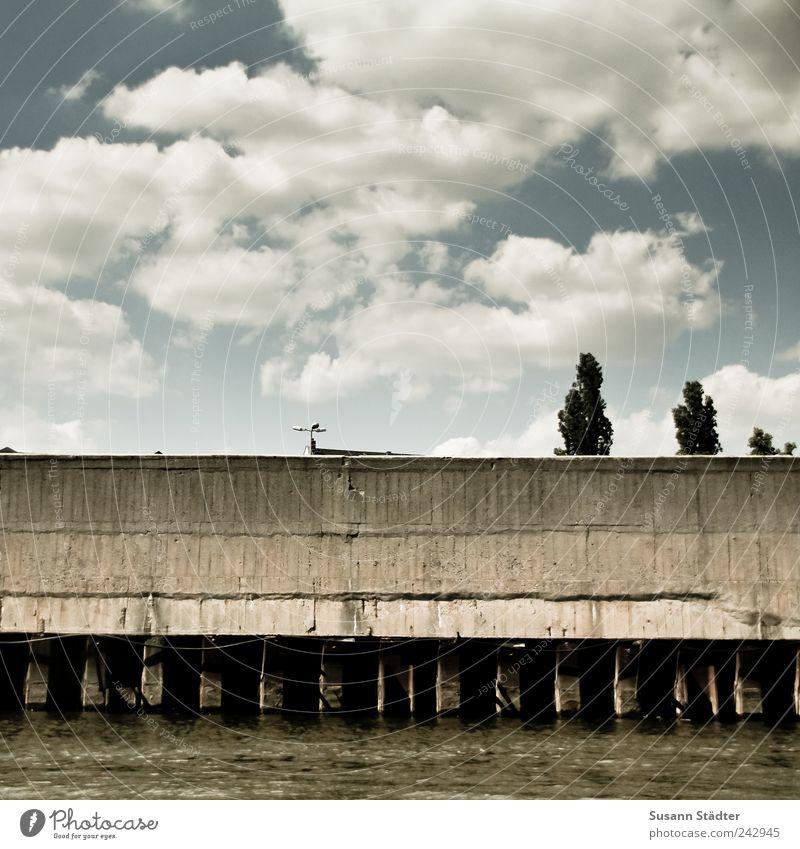 wolkig Wasser Himmel Baum Wolken Mauer hell Industrie Brücke Fluss Laterne Anlegestelle Schönes Wetter Flussufer Pfosten Wolkenhimmel Leipziger Neuseenland