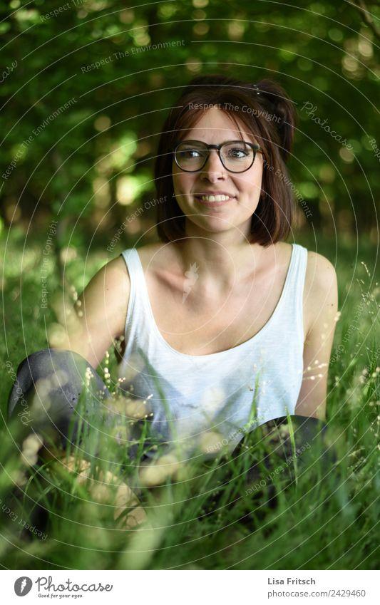 Natur, junge Frau, Wald, hübsch, Pflanzen Lifestyle schön Körper Gesundheit harmonisch ruhig Sommer Junge Frau Jugendliche 1 Mensch 18-30 Jahre Erwachsene