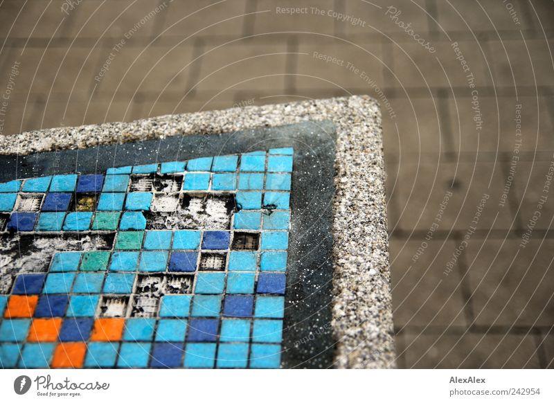 scrabble abgekachelt Fliesen u. Kacheln Ecke Beton Stein blau mehrfarbig stagnierend Scrabble orange Lücken Fehler Bodenplatten Rechteck Dreieck Muster