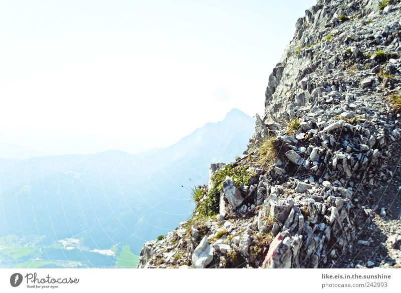 Vergessen wie sich sommer anfühlt? Himmel Sommer Ferien & Urlaub & Reisen Ferne Freiheit Berge u. Gebirge Landschaft Gras Felsen Ausflug wandern hoch Alpen Klettern Unendlichkeit Gipfel
