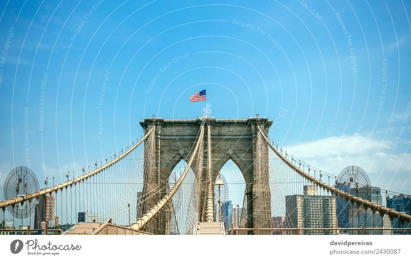 Brooklyn Bridge Tower mit Manhattan Skyline im Hintergrund Ferien & Urlaub & Reisen Tourismus Sommer Landschaft Himmel Fluss Stadtzentrum Hochhaus Brücke