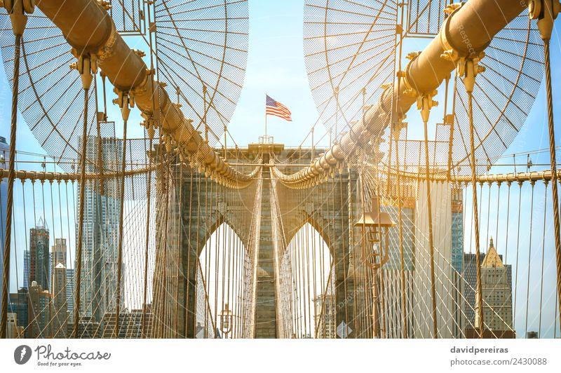 Brooklyn Bridge Tower mit Manhattan Skyline im Hintergrund Ferien & Urlaub & Reisen Tourismus Sommer Sonne Landschaft Himmel Fluss Stadtzentrum Hochhaus Brücke