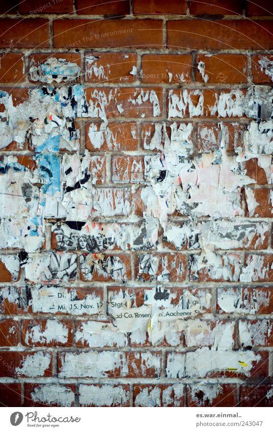 rest Mauer Wand hässlich Plakat Verbote kleben Zerreißen Farbfoto