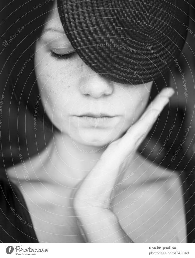 die gute art Lifestyle Reichtum elegant Stil Design schön feminin Junge Frau Jugendliche Erwachsene Gesicht Hand 1 Mensch 18-30 Jahre Mode Accessoire Hut
