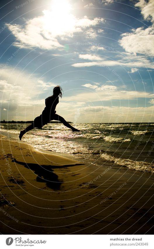 XX Mensch Himmel Natur Jugendliche Wasser Sommer Strand Wolken Umwelt Landschaft Glück springen Küste Stil Horizont Wellen