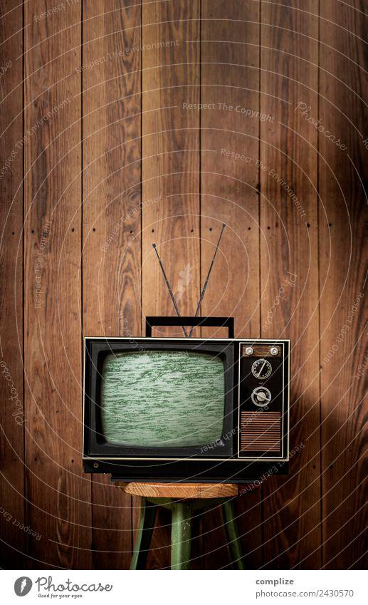70er Jahre Fernseher vor Holzwand alt Innenarchitektur Wohnung Raum Fußball Kabel Netzwerk Internet Umzug (Wohnungswechsel) Werbebranche Wohnzimmer