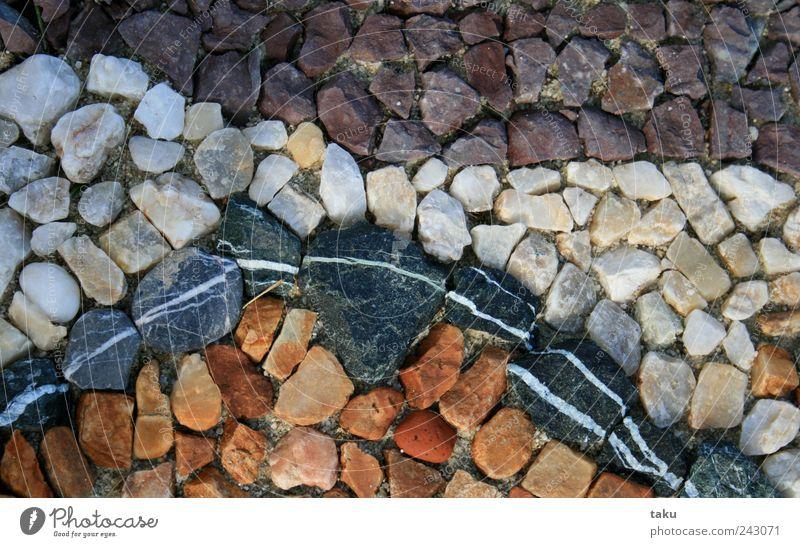 LANDART I Kunst Kunstwerk Natur Urelemente Erde Sand Garten Stein Linie mehrfarbig gelb violett schwarz weiß Kreativität Vergänglichkeit Farbfoto Außenaufnahme