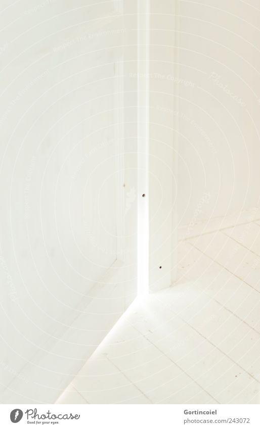 Clean Tür hell weiß Holzfußboden Dielenboden Skandinavien Shabby Chic Lichtstrahl rein Farbfoto Gedeckte Farben Innenaufnahme Menschenleer Textfreiraum links