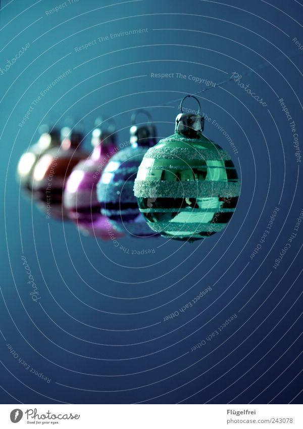 170 Fotos, aber nur noch 155 Tage bis Weihnachten ... Glas Kitsch Christbaumkugel mehrfarbig Ordnung hängen grün blau blaustich Schnur Feste & Feiern