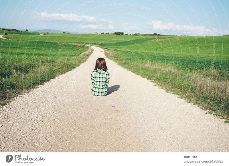 Mensch Natur Jugendliche Junge Frau Sommer schön Erholung Einsamkeit Ferne 18-30 Jahre Erwachsene Lifestyle Umwelt Frühling Wege & Pfade natürlich