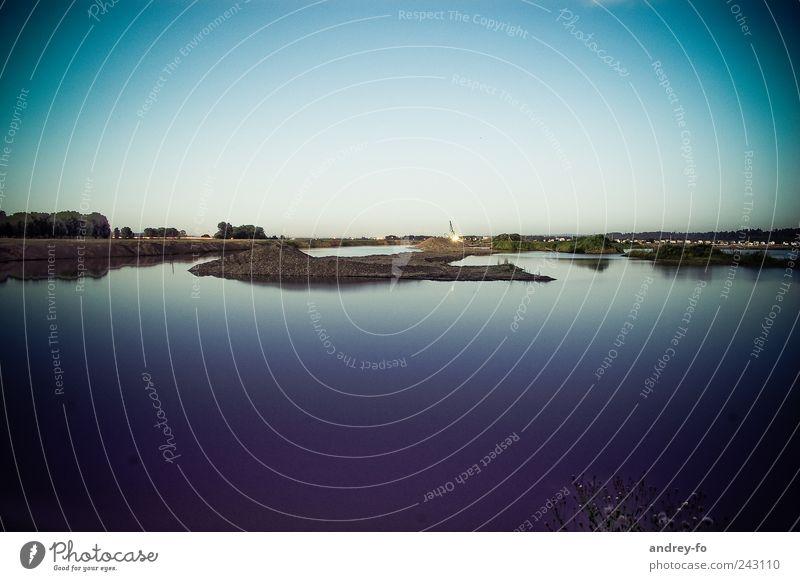 Teich Himmel Wasser blau ruhig Einsamkeit Landschaft Küste See Horizont Erde Klima leer Baustelle Landwirtschaft Seeufer