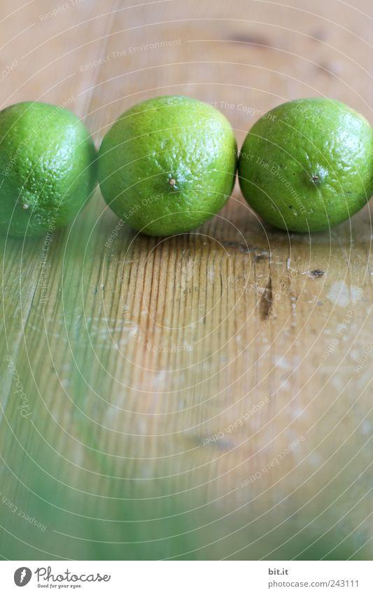 Limetten grün Gesunde Ernährung Leben natürlich Holz Feste & Feiern Lebensmittel Frucht liegen frisch Wellness Wohlgefühl Bioprodukte Bar Club