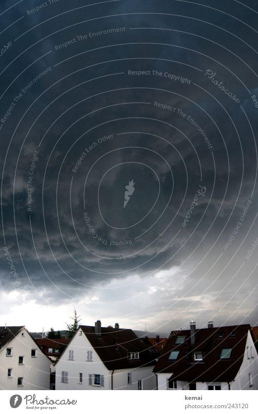 Hagelsturm, die andere Seite Umwelt Wolken Gewitterwolken Klima Klimawandel Wetter schlechtes Wetter Unwetter Sturm Dorf Stadt Haus Einfamilienhaus Mauer Wand