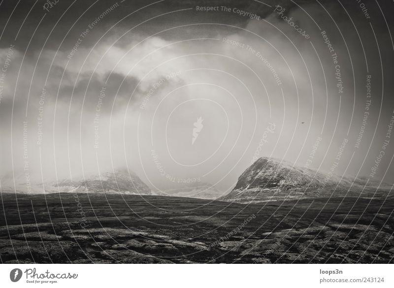 Norge: Fog Himmel Ferien & Urlaub & Reisen Einsamkeit Ferne dunkel kalt Berge u. Gebirge Landschaft Traurigkeit Stimmung Angst Erde Felsen Nebel wandern trist