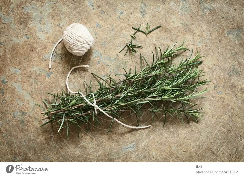 Frischer Rosmarin Kräuter & Gewürze Alternativmedizin Pflanze Blatt frisch natürlich Essen zubereiten aromatisch Ast roh Lebensmittel Bündel Rosmarinus