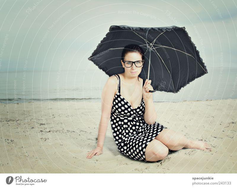 at the beach Mensch Jugendliche schön Himmel blau Sommer Strand Wolken feminin Mode Erwachsene Romantik Kleid Regenschirm