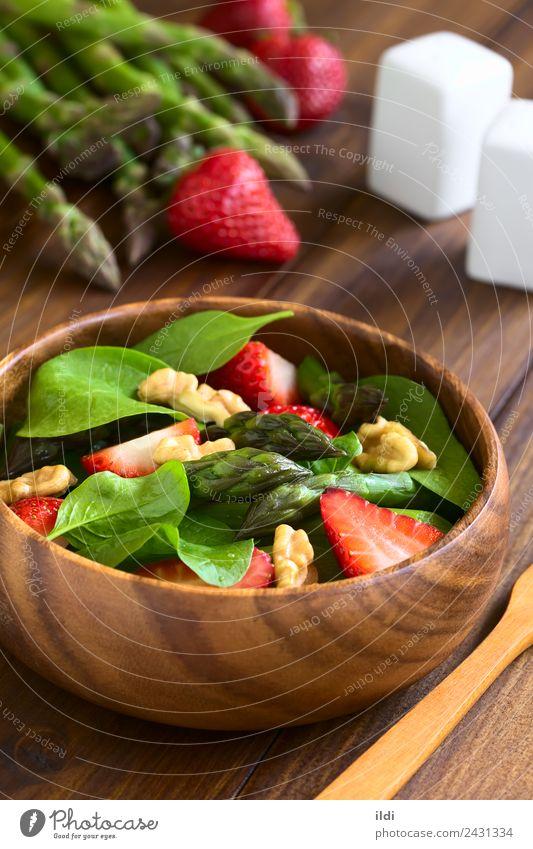 Erdbeer-Spargelspinat und Walnuss-Salat Gemüse Frucht frisch Lebensmittel Salatbeilage Erdbeeren Spinat Beeren roh Walnussholz Nut Erdöl Gesundheit