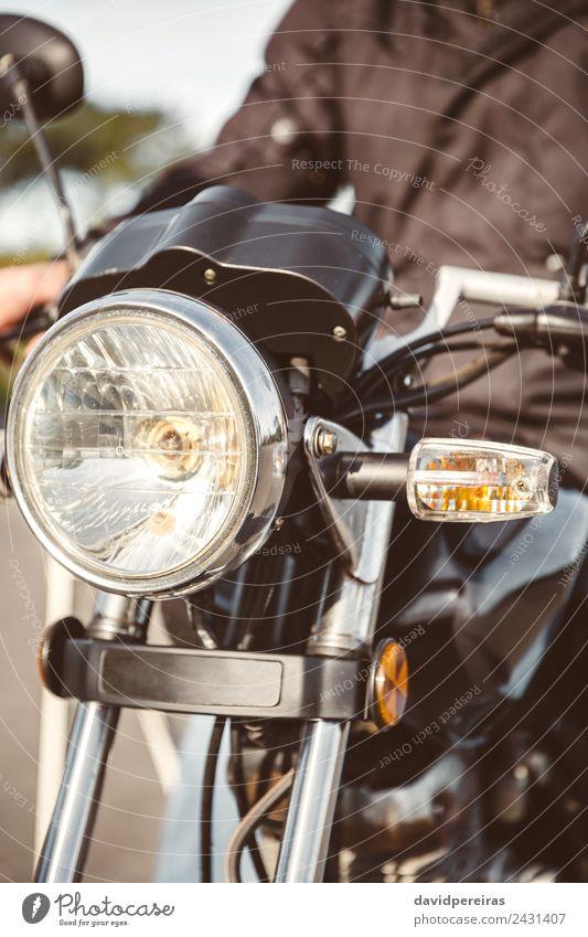 Motorradscheinwerfer mit Seniorenlenkung Lifestyle Ferien & Urlaub & Reisen Ausflug Abenteuer Spiegel Mensch Mann Erwachsene Hand Verkehr Straße Fahrzeug