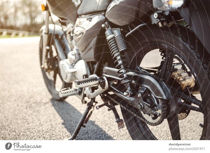 Stoßdämpfer und Kette eines schwarzen Motorrads Ferien & Urlaub & Reisen Ausflug Abenteuer Natur Verkehr Straße Fahrzeug Metall Stahl glänzend neu retro