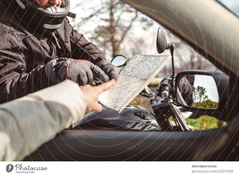 Motorradfahrer bittet um Wegbeschreibung Lifestyle Ferien & Urlaub & Reisen Ausflug Abenteuer Kreuzfahrt Spiegel Mann Erwachsene Hand Baum Verkehr Straße