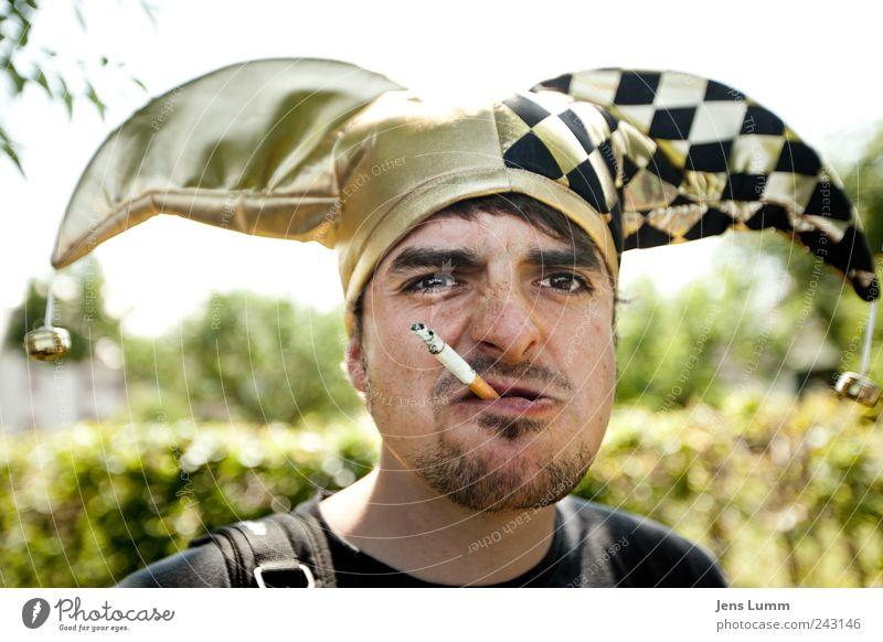 Harlekin Mensch maskulin Rauchen Karneval Zigarette Aggression Clown