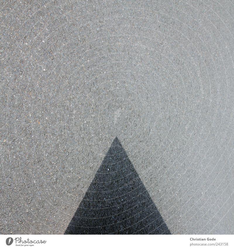 Ratio Keil Stein grau abstrakt Pyramide Quadrat Schattenspiel wirklich Beton Straße Straßenbelag Asphalt schwarz Geometrie Spitze Strukturen & Formen