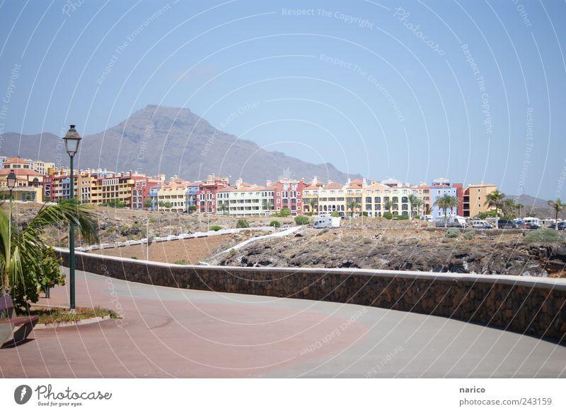 Tenerife Himmel Stadt Sommer Ferien & Urlaub & Reisen Haus Straße Umwelt Berge u. Gebirge Architektur Wege & Pfade Küste Gebäude Fassade Hügel Dorf Skyline