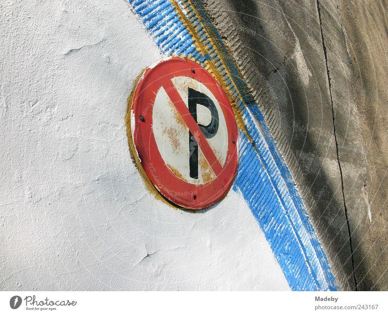 Rostiges Parken verboten Verkehrszeichen blau rot Farbe Wand Mauer Stein Metall Linie Fassade Schilder & Markierungen Beton ästhetisch Brücke Streifen