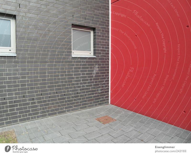 Mit Rasen unten links rot Haus Einsamkeit Wand Fenster grau Mauer Architektur elegant Fassade modern Ecke trist fest