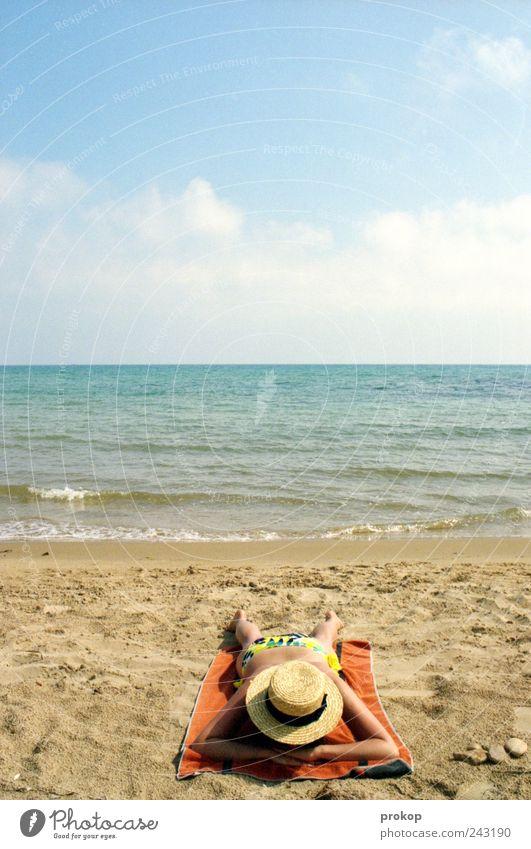 Gibt schlimmeres Mensch Frau Himmel Natur Ferien & Urlaub & Reisen Sommer Meer Strand Wolken Erwachsene Ferne Erholung Freiheit Glück Küste Wellen