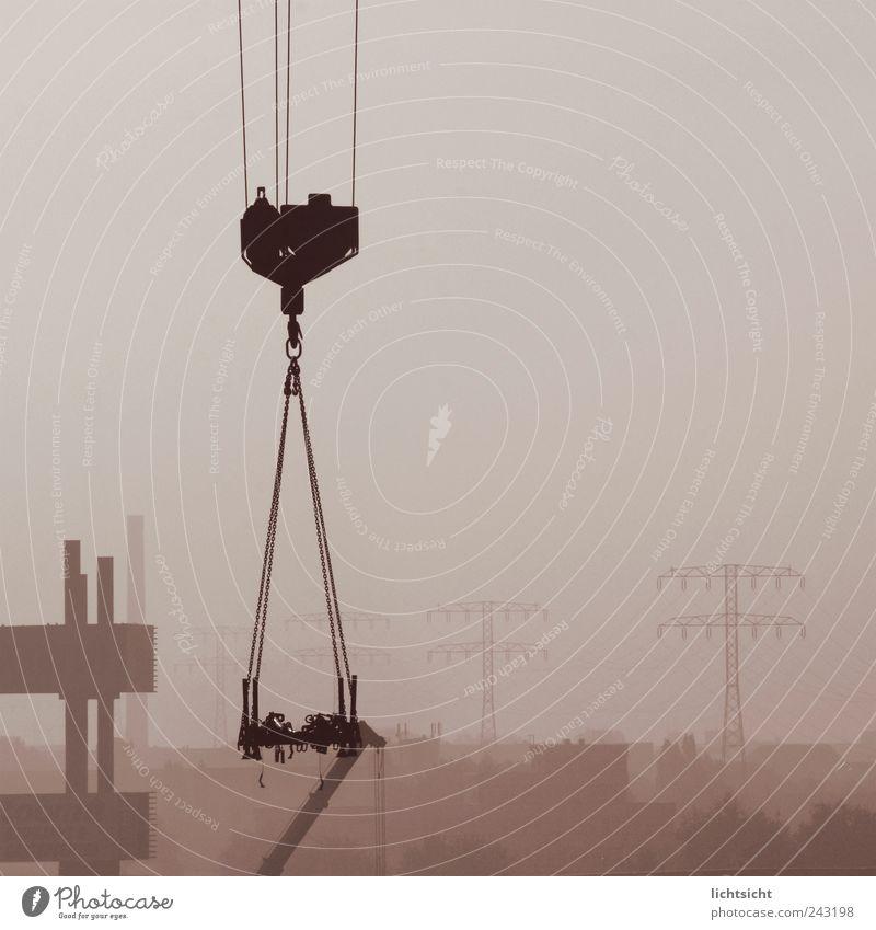 end of days Himmel Stadt grau Horizont Nebel trist Klima Industrie Seil Baustelle Skyline Fabrik Strommast Kette Schornstein Kran
