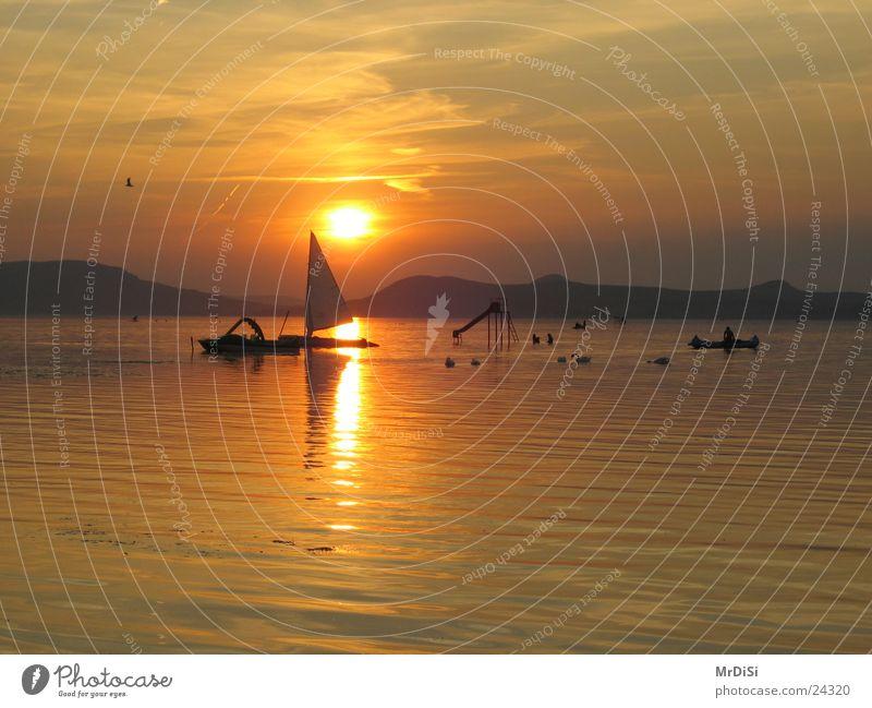 Abendstimmung am Balaton Wasser Abenddämmerung Segelboot Ungar Plattensee