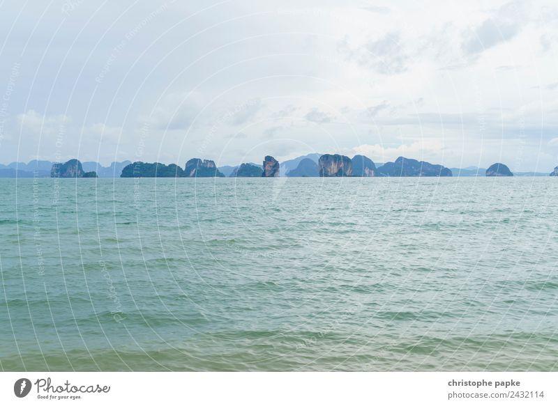 Felsen in Phang Nga Bay Ferien & Urlaub & Reisen Landschaft Meer Ferne Umwelt Küste Wellen Insel Sommerurlaub Flussufer exotisch Thailand Andamanensee
