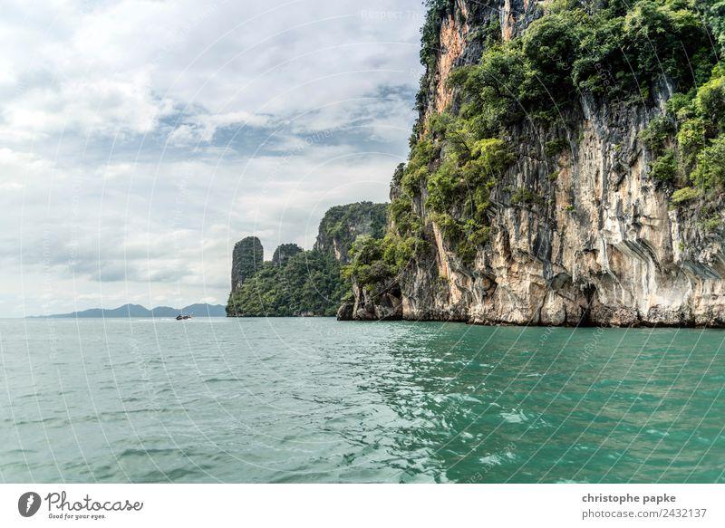 Felsen in Phang Nga Bay Ferien & Urlaub & Reisen Ausflug Abenteuer Ferne Sommer Sommerurlaub Meer Insel Wellen Natur Landschaft Himmel Wolken Küste Bucht