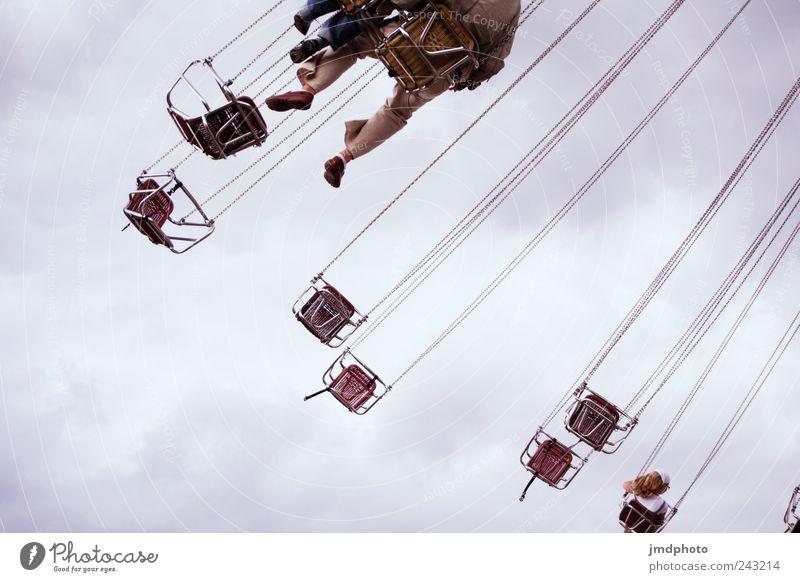 Kettenkarussell Himmel Freude Wolken Freiheit lustig Angst Freizeit & Hobby fliegen Ausflug frei Fröhlichkeit Veranstaltung drehen Lebensfreude Jahrmarkt